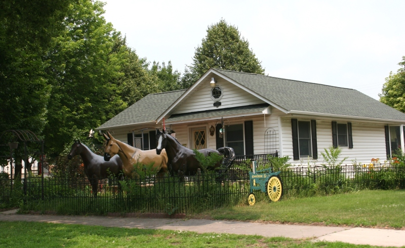 The front yard of Arnie and Velma Schweiss, 1018 North Broadway Street/U.S. Highway 14, New Ulm.