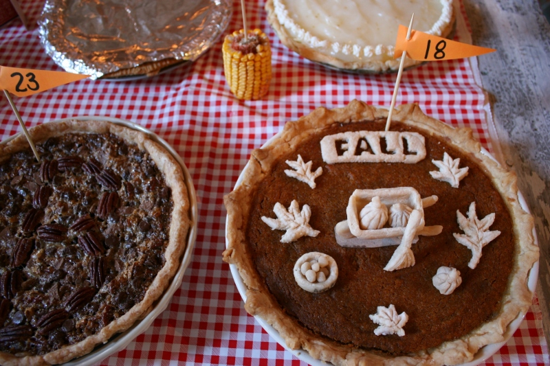 Barn dance, 118 fall themed pie close-up