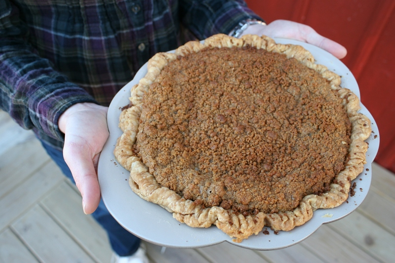 My dear friend Mandy arrives with her pear-gingersnap pie still warm from the oven. It was absolutely delicious as I sampled it after the pie judging.