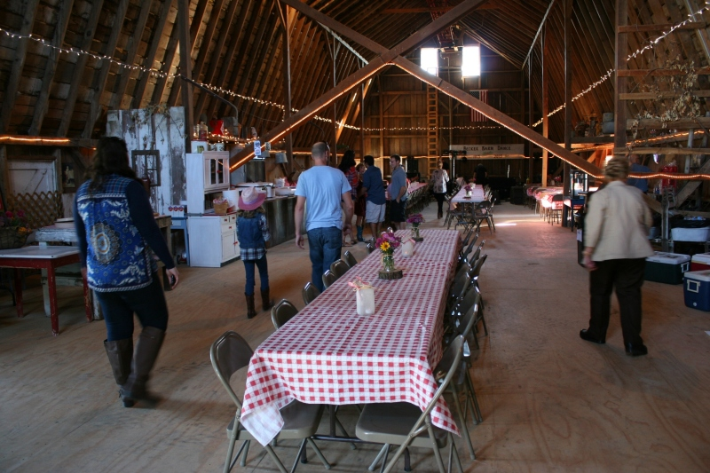Barn dance, 28 interior barn overview 2