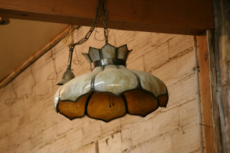 Love this vintage light, too.
