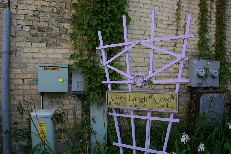 A lavender trellis pops colorful art into the garden.