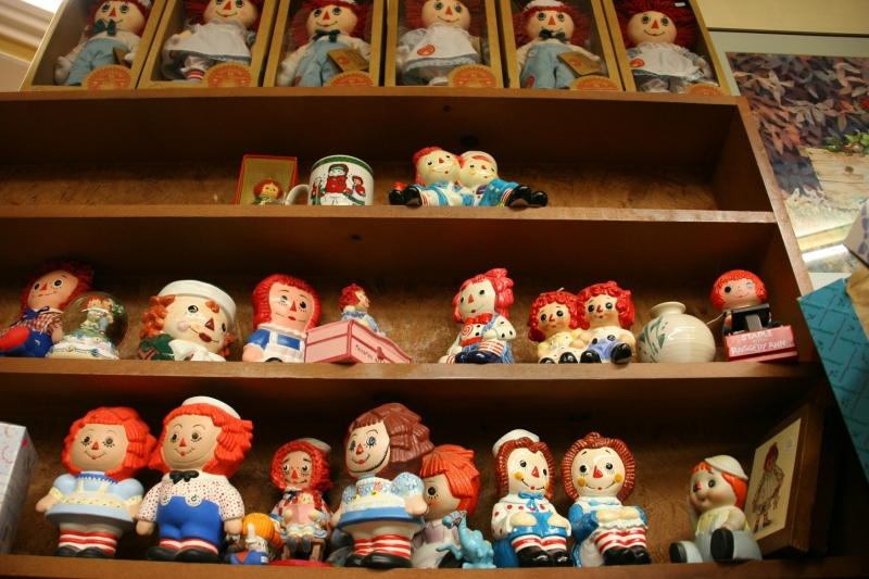 Lots and lots and lots of Raggedy Ann and Andy dolls...
