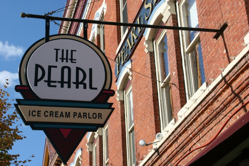 With this signage, you can't miss The Pearl.