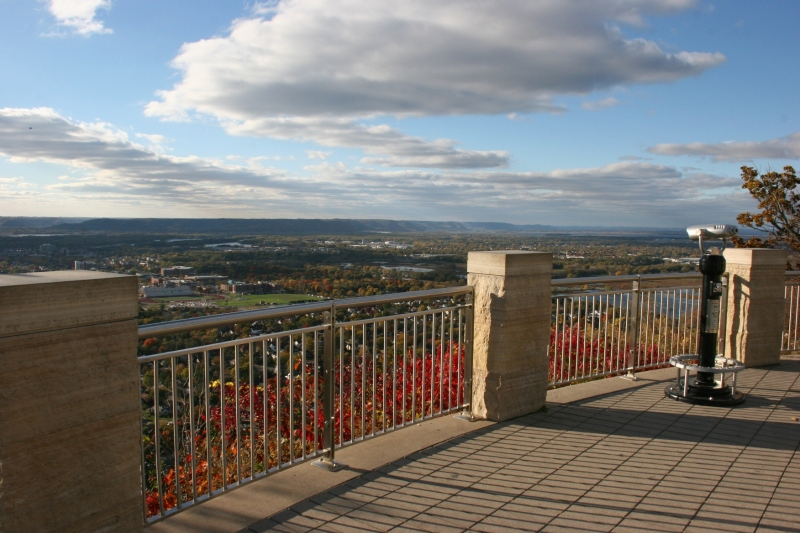 Grandad's Bluff, 94 railing on overlook