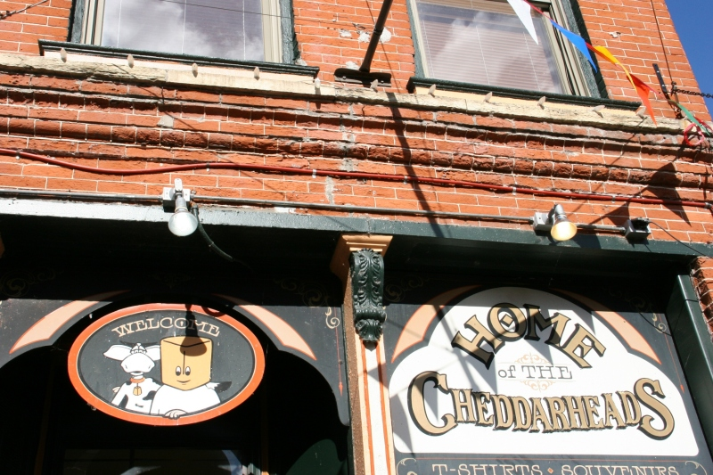 You'll find down-home shops in historic buildings. Cheddarheads offers Wisconsin-themed gifts and t-shirts focusing on cheese and the state's dairy industry.