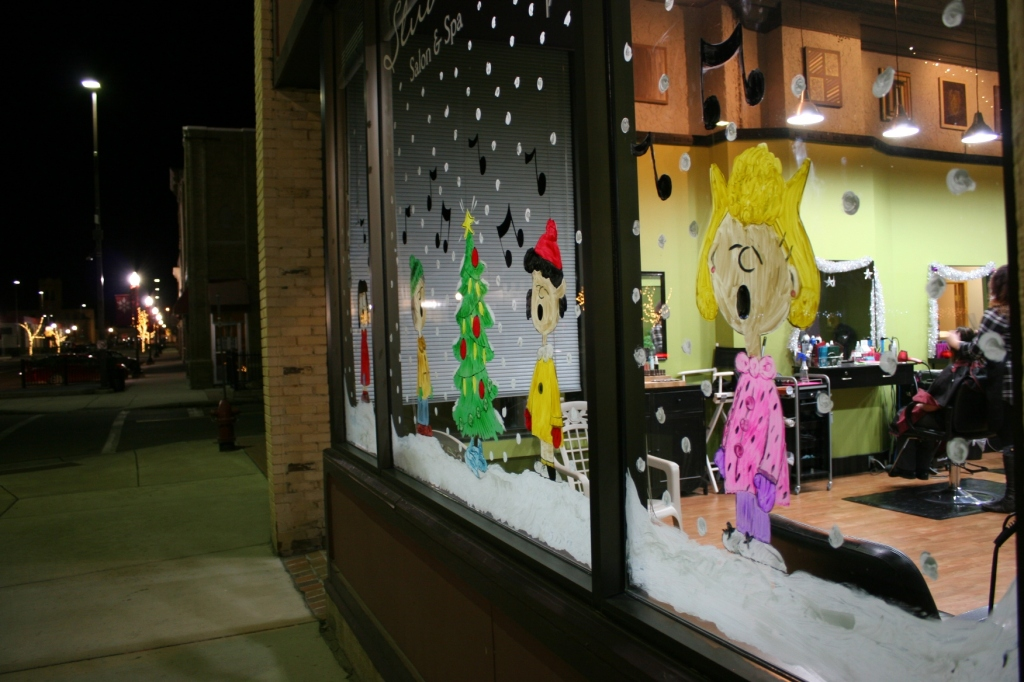 Here's the other side of the Peanuts display at Studio 14.