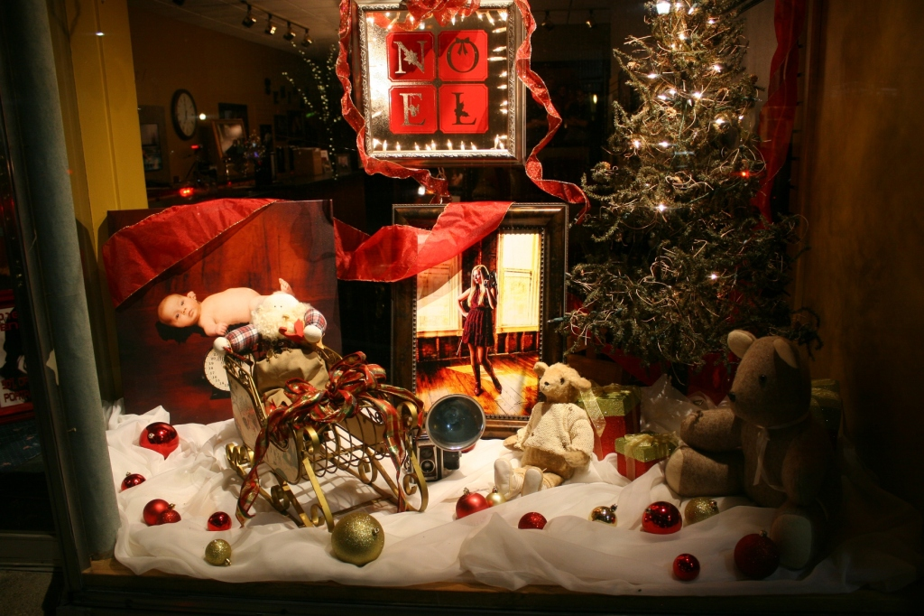 Nearby is this holiday display at Paul Swenson Portraits.