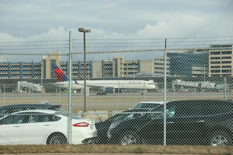 MSP Airport, 14 Delta 1