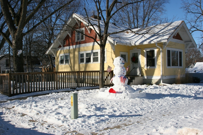 Divison Street snowman, 14 with house