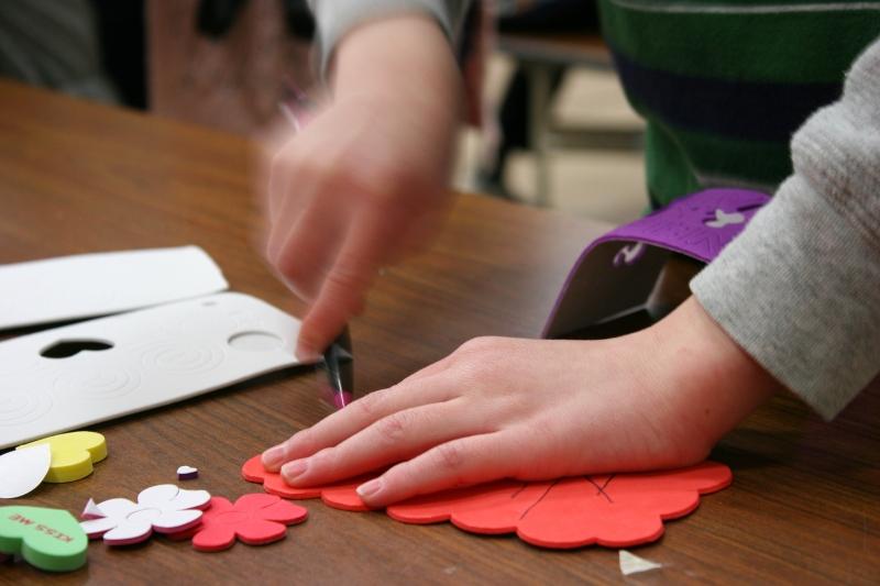 SS Valentine's Day, 16 close-up hands making valentine