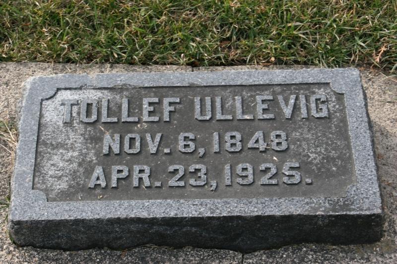 Gravestones bear many Norwegian names.