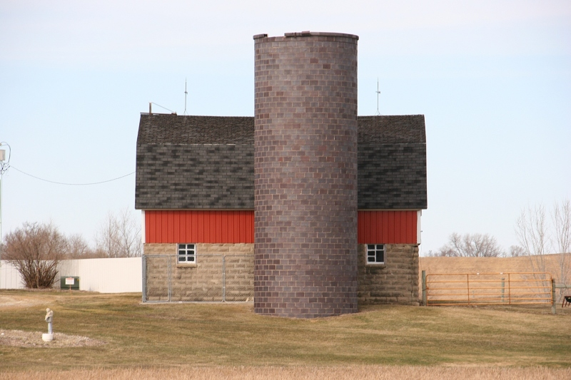 Rural Minnesota, 103 barn & silo