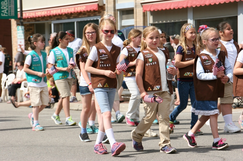Parade, 38 Girl Scouts