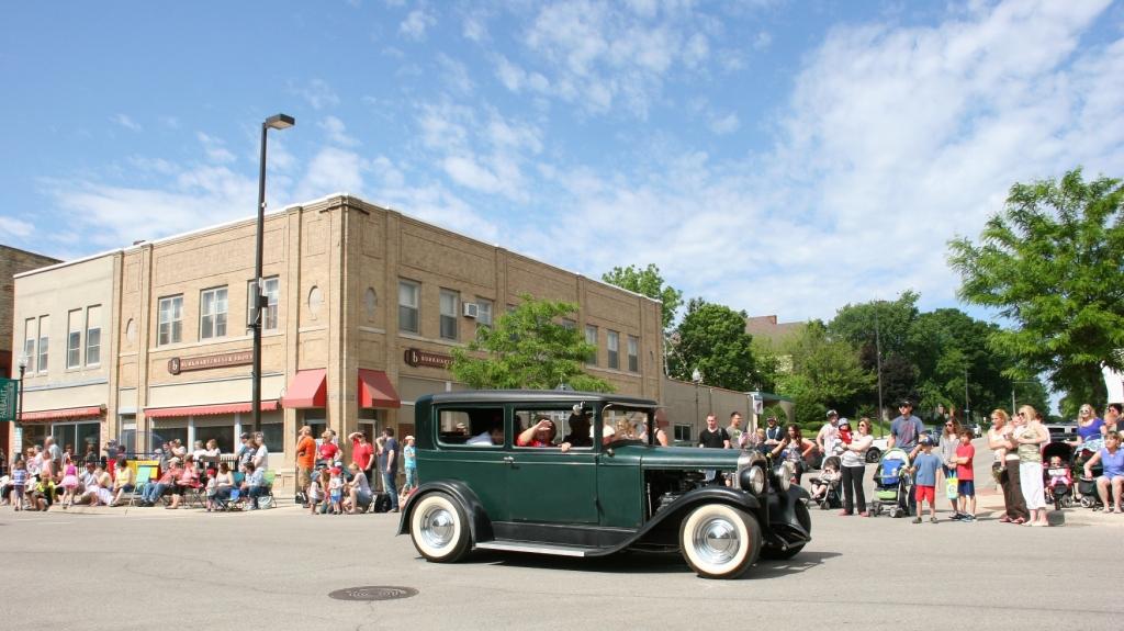 Parade, 41 old green car