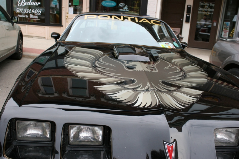 The art on the hood of the Pontiac impresses.
