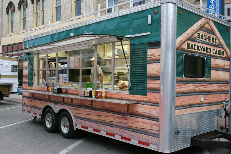 A local restaurant set up its food trailer along Central Avenue.
