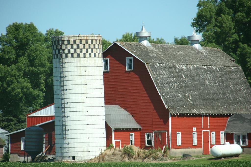 Barn, 117 red barn along US Hwy 71 south of Redwood Falls