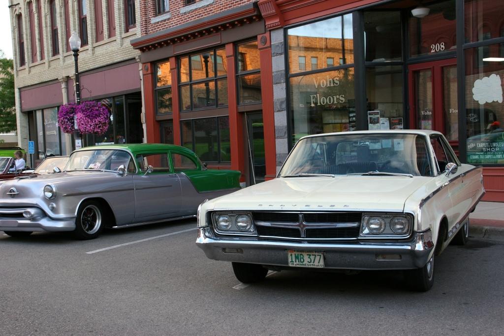 Car Cruise Night, 113 Chrysler 300, 1965