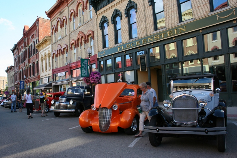Car Cruise Night, 25 street scene downtown Faribault