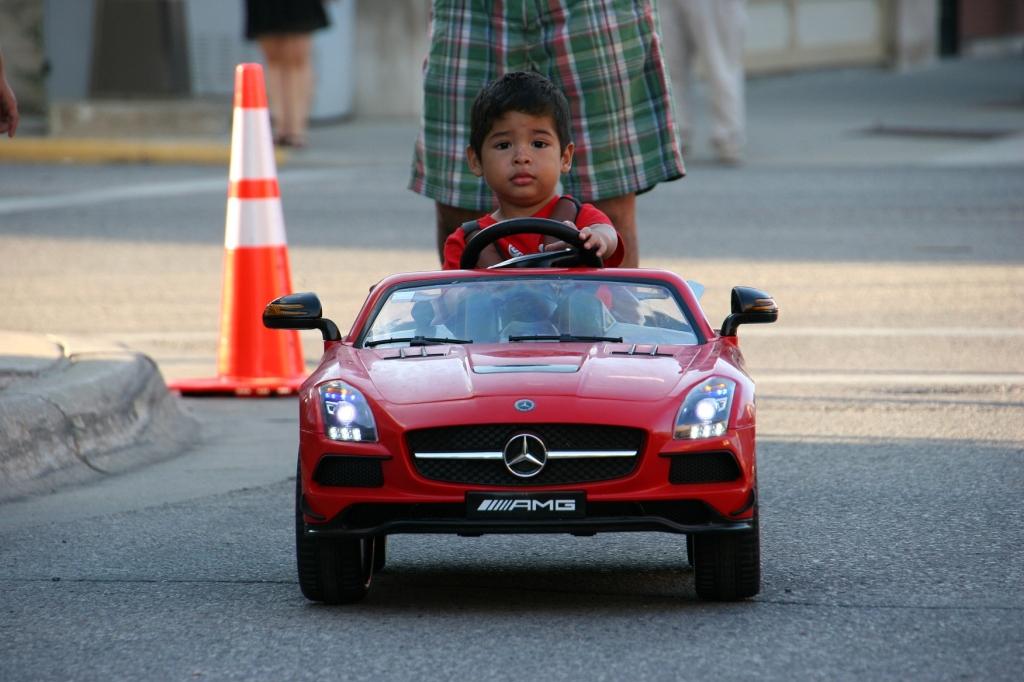 Car Cruise Night, 71 boy in Mercedes