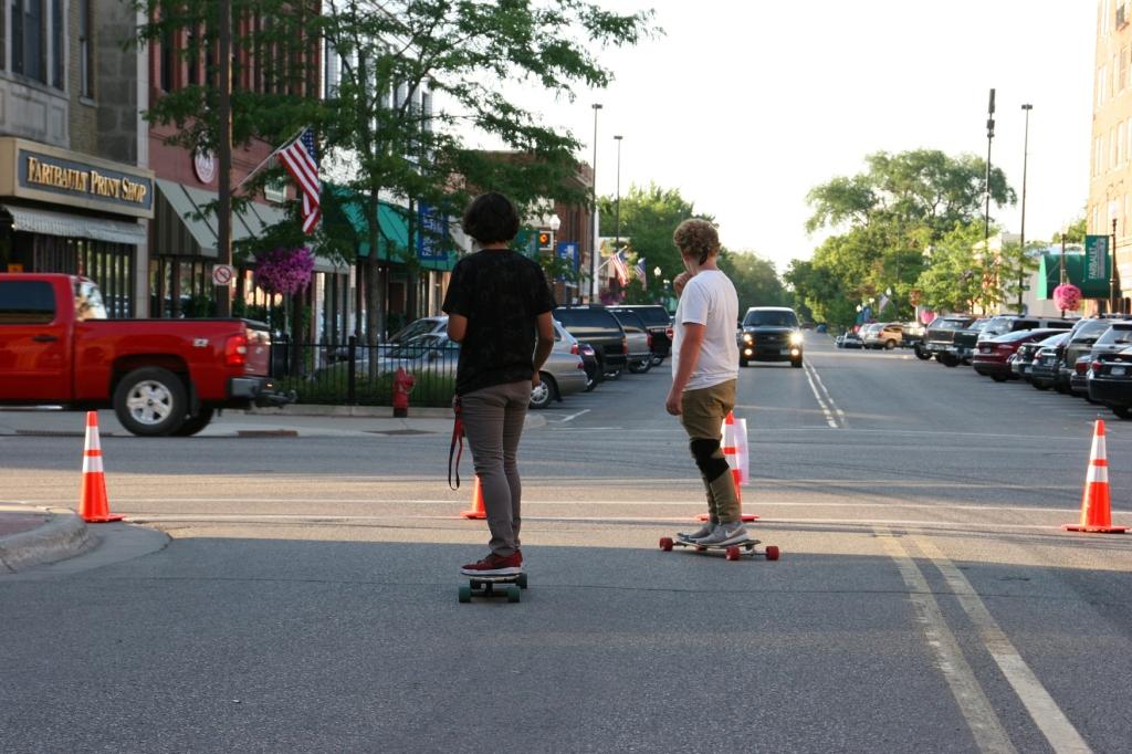 Car Cruise Night, 81 skateboarders