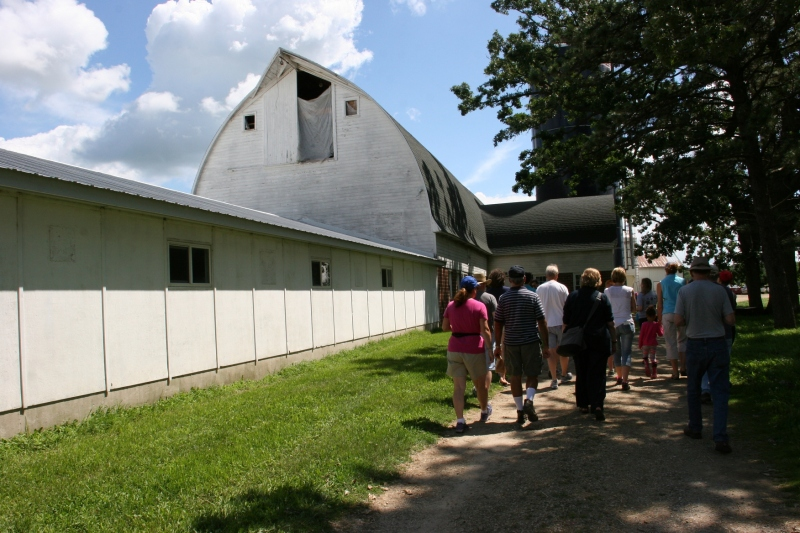 The tour group heads toward the barn.
