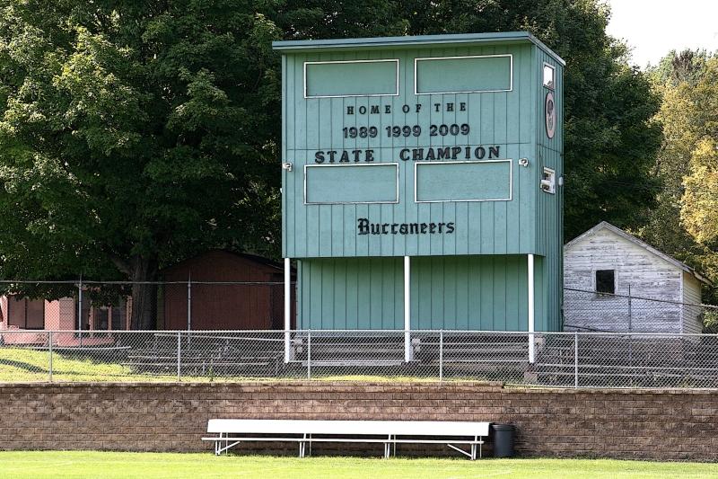 buccaneers-63-stand-bench