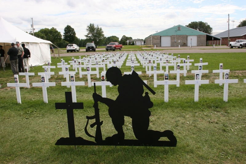 A field of crosses honors Minnesota soldiers who have died in wars since 9/11.