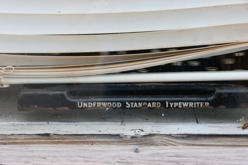 side-street-waterville-27-vintage-typewriter