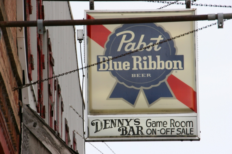side-street-waterville-pabst-blue-ribbon-bar-sign