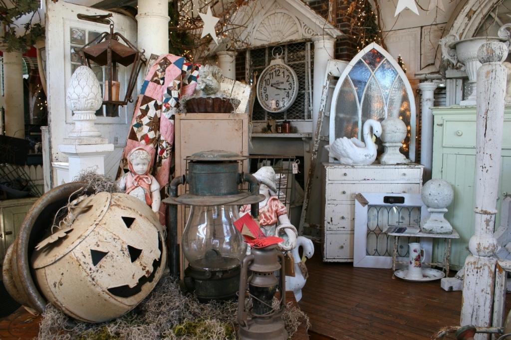 antique-shop-26-inside-door-displays-overview