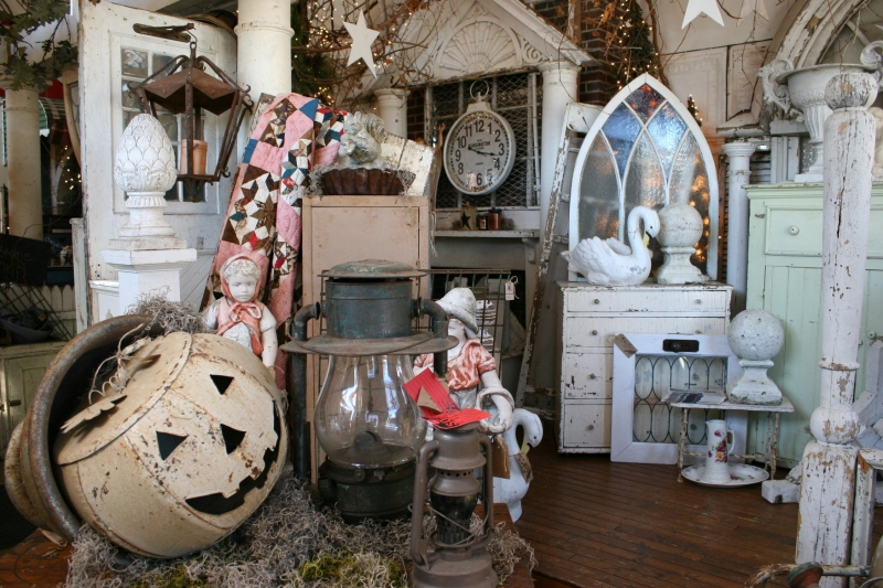 antique-shop-26-inside-door-displays-overview