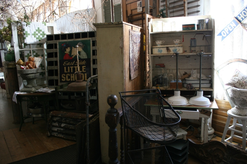 antique-shop-76-overview-main-floor