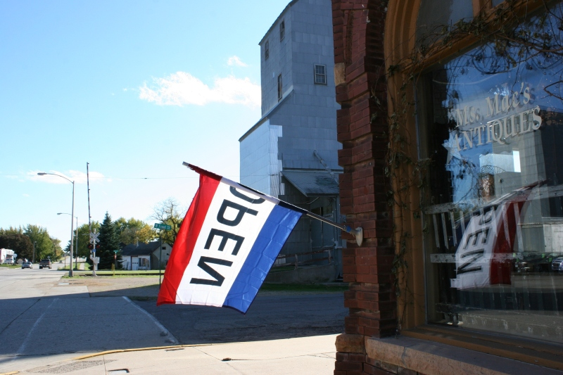 antique-shop-88-open-flag-on-shop