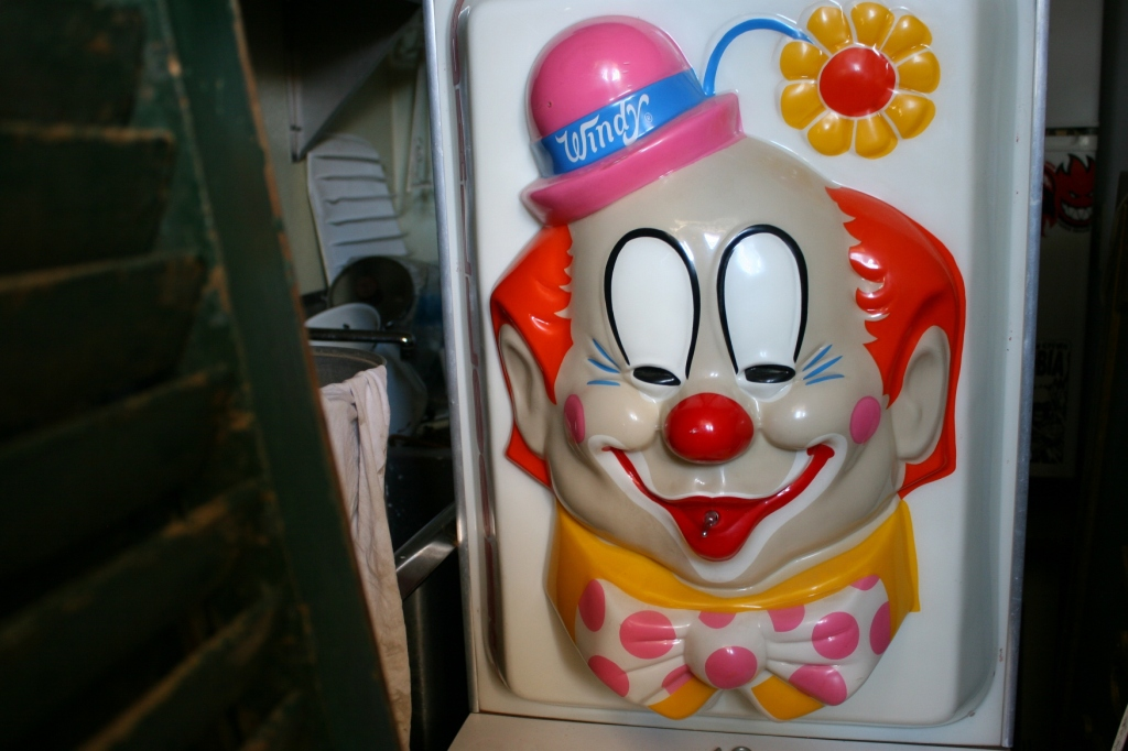 Ron, proprietor at Ms. Mac's Antiques, showed me this clown tucked into a storage room. It's a 1940s balloon machine.