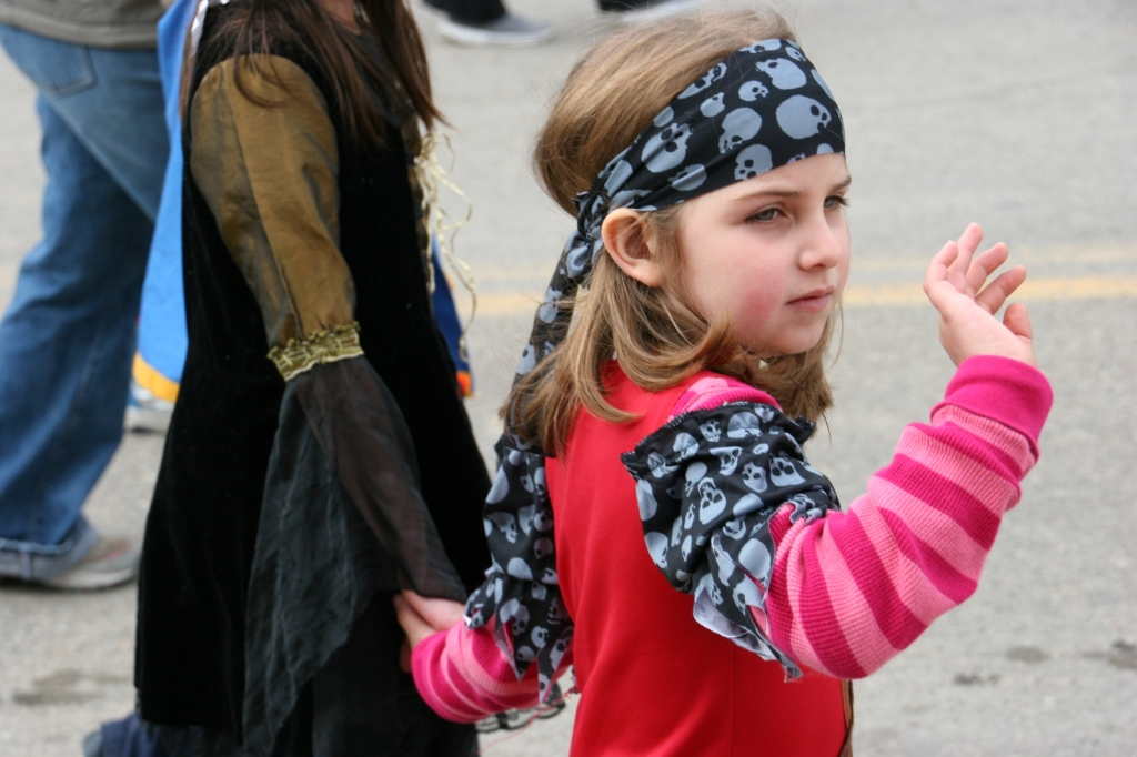 costume-parade-204-close-up-of-girl-waving
