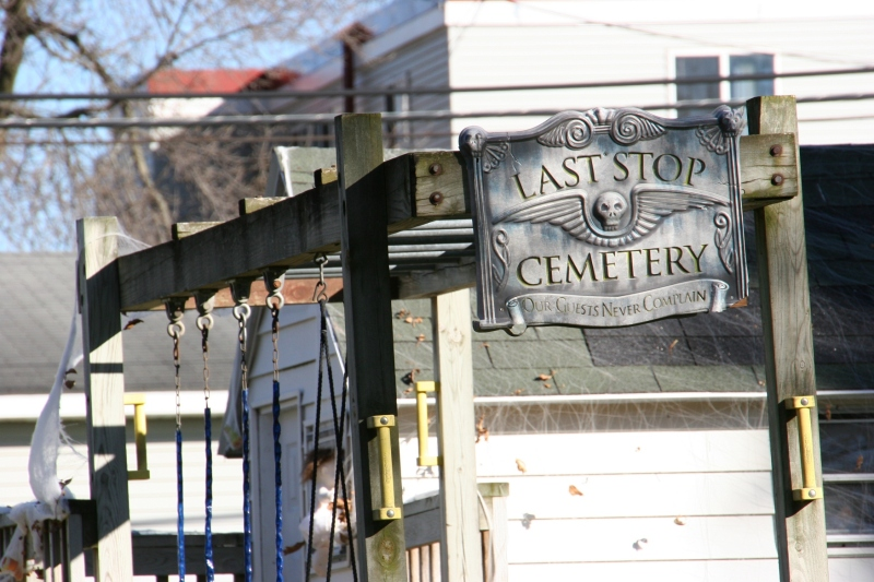 halloween-29-cemetery-sign