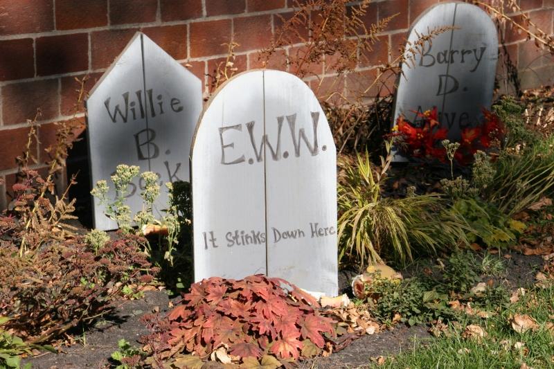 halloween-32-tombstones