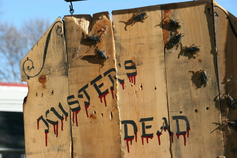 halloween-photos-30-kusters-dead-breakfast-sign