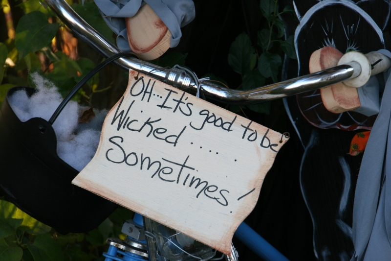 scarecrow-contest-258-wicked-sign