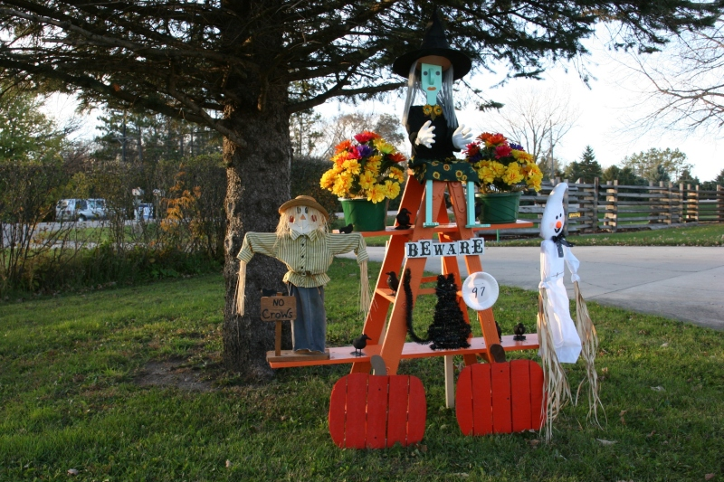 scarecrow-contest-261-beware-display