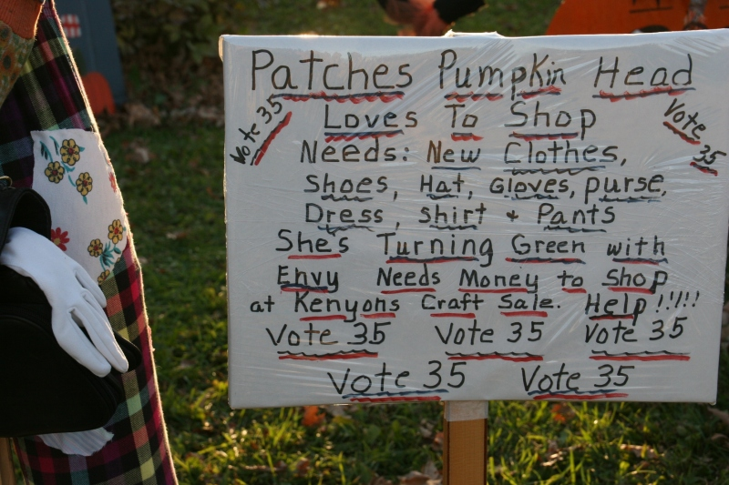 scarecrow-contest-267-vote-for-me-sign