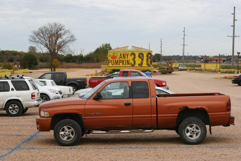 art-387-pumpkin-sign-and-parking-lot