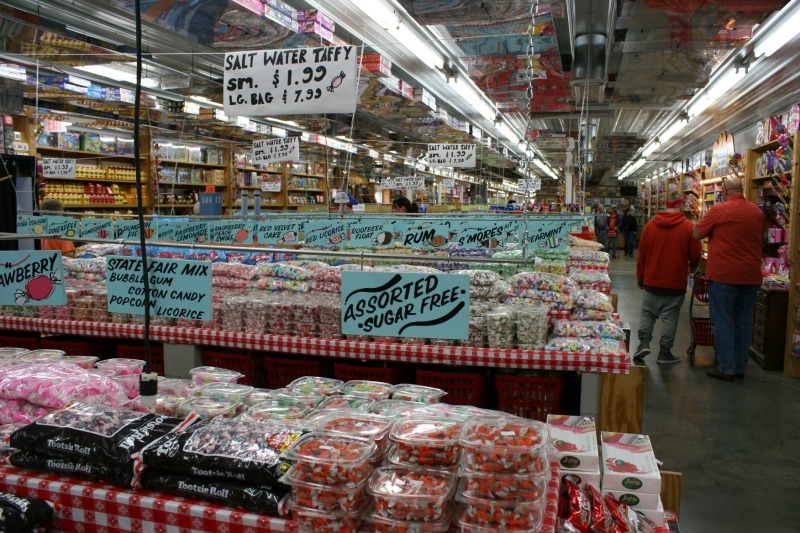 candy-store-342-taffy-display-with-people
