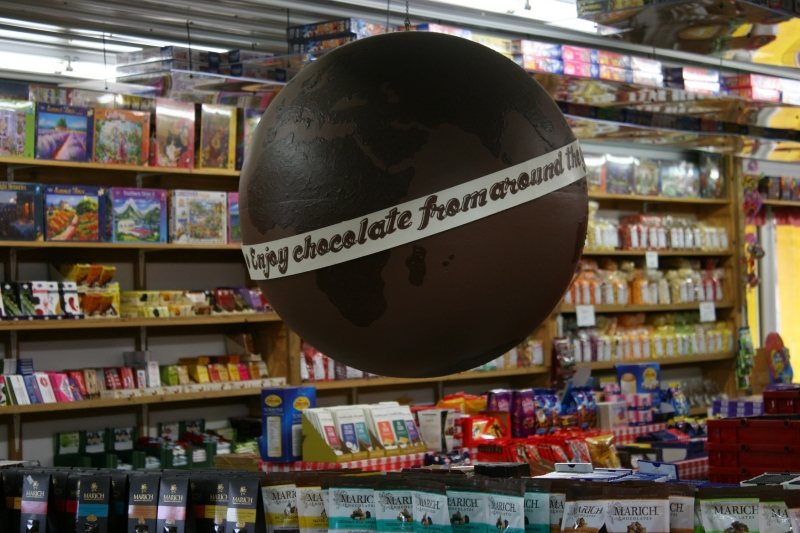 candy-store-346-chocolate-globe