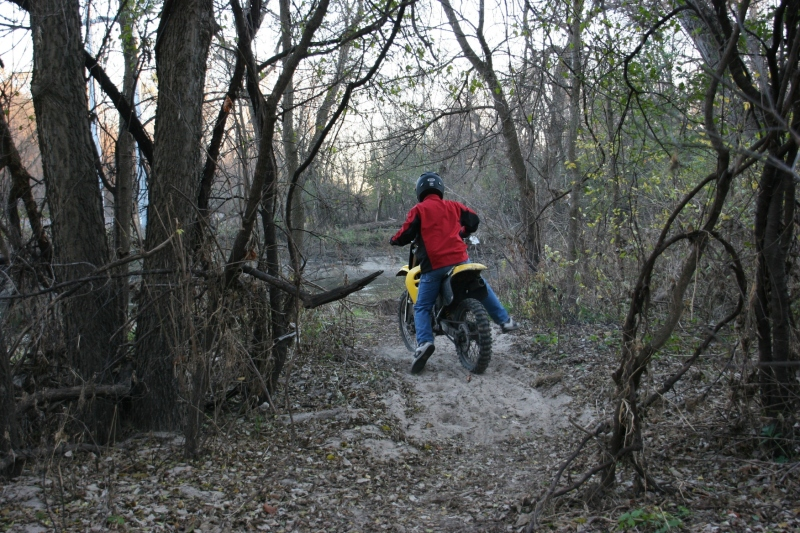 trail-17-dirt-bike-in-woods