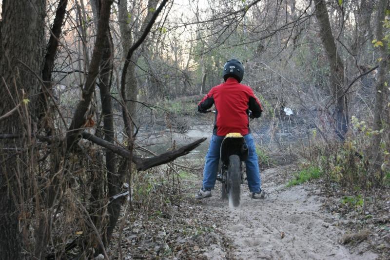 trail-19-dirt-bike-spinning-wheels