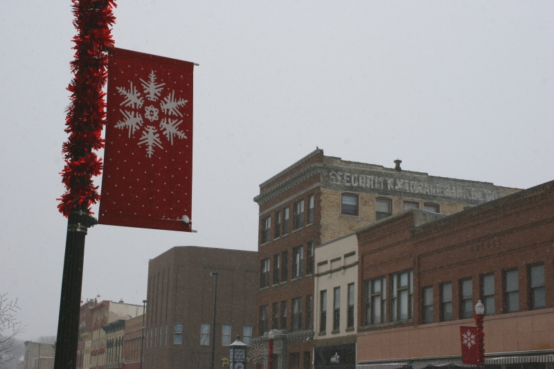 snowing-in-downtown-faribault-180