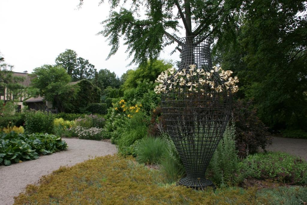 paine-gardens-116-wire-basket-sculpture